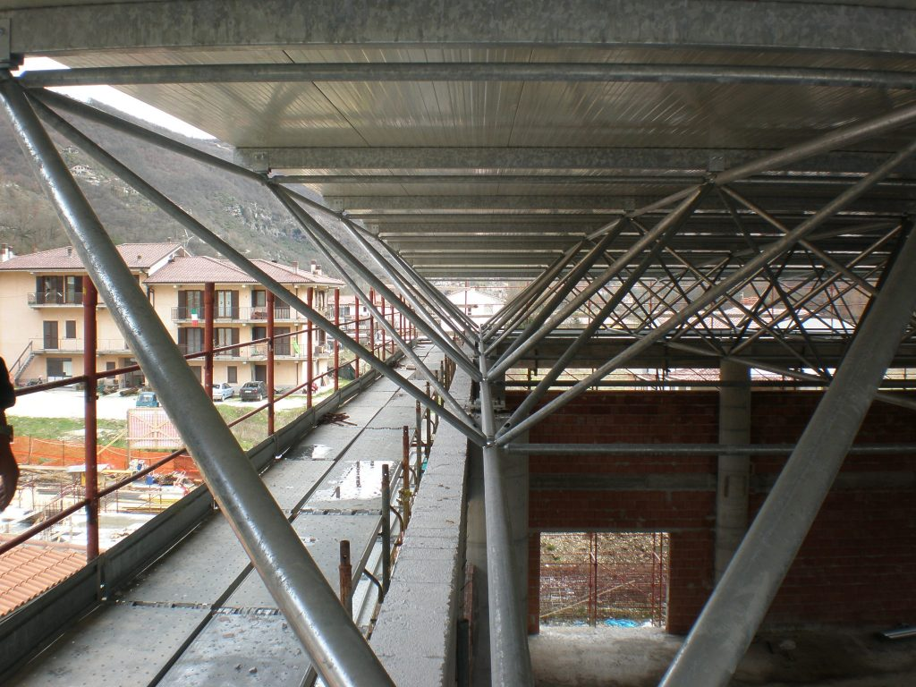 Space frame for the covering of Cittaducale Sports Center - Space ...