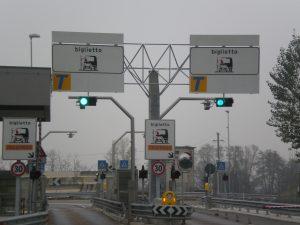 portale autostrada in struttura reticolare spaziale